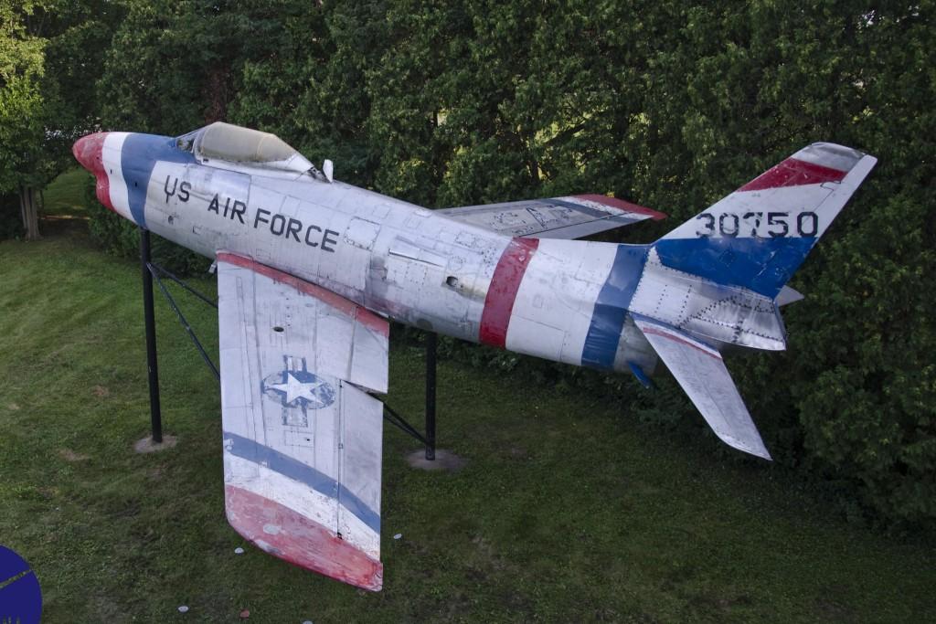 42 F-86 Aviana